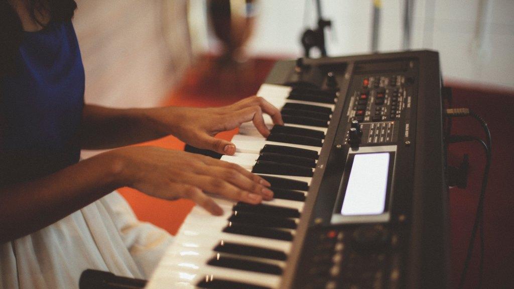 Aplicar la musicoterapia a mujeres maltratadas